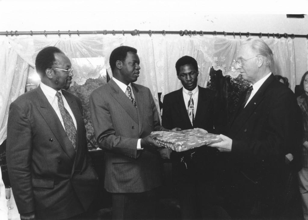 PK Qu 1996 Besuch Wasserbauminister Salif Diallo mit OB Groß